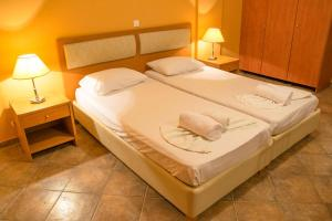 A bed or beds in a room at Saint Catherine Hotel
