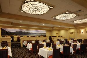 A restaurant or other place to eat at Georgetown University Hotel and Conference Center