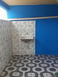 A bathroom at Kitnet Rio Vermelho