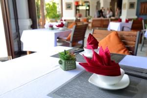A restaurant or other place to eat at Hoi An Odyssey Hotel