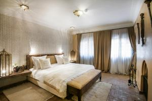 Un ou plusieurs lits dans un hébergement de l'établissement Almaha Marrakech Restaurant & SPA