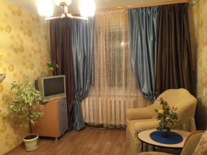 A seating area at Апартаменты на Вихрева, 82