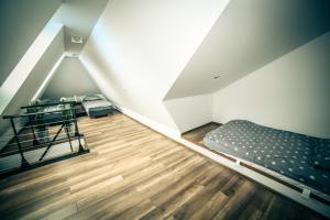 Łóżko lub łóżka w pokoju w obiekcie Dmuchawiec Łukęcin