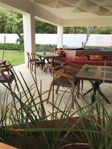 Un restaurante o sitio para comer en Cancun House Apartment - Isla Dorada