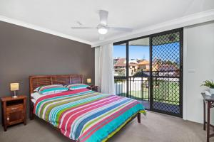 A bed or beds in a room at Bayview Apartments Unit GA - Ground floor beachfront unit with private courtyard