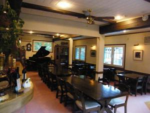 A restaurant or other place to eat at Landhaus Dancru Netz