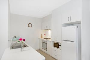 A kitchen or kitchenette at Astra Apartments Glen Waverley @ViQi