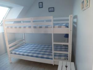 A bunk bed or bunk beds in a room at Appartement Kervoyal
