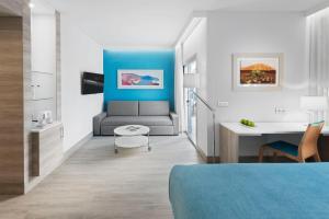 A seating area at Elba Lanzarote Royal Village Resort