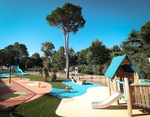 The swimming pool at or near Camping Taxo Les Pins