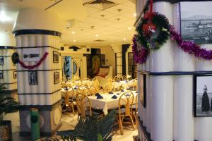 مطعم أو مكان آخر لتناول الطعام في فندق قديس