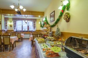 Restauracja lub miejsce do jedzenia w obiekcie Willa Roztoka