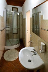 A bathroom at Pension Abertham - Vanessa