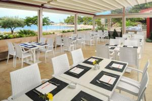 A restaurant or other place to eat at Apartments Sol Stella for Plava Laguna