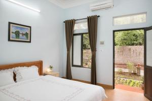 A bed or beds in a room at Tam Coc Craft Homestay