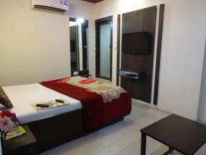 A bed or beds in a room at Hotel Long Stay