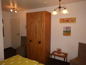 Ein Bett oder Betten in einem Zimmer der Unterkunft Gaestehaus Plum