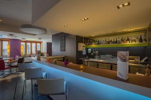 Ein Restaurant oder anderes Speiselokal in der Unterkunft ibis Styles Luzern