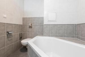 Ванная комната в Meet of Prague Apartment