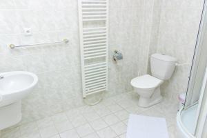 Ein Badezimmer in der Unterkunft Hotel Na Pláži