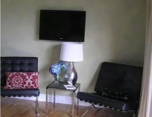 A television and/or entertainment center at Gooromon Park Cottages, Canberra