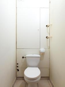A bathroom at Apartment on Ulitsa Belovezhskaya