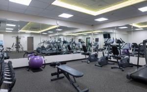 Фитнес-центр и/или тренажеры в Отель Марриотт Москва Тверская