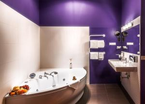 A bathroom at Boutique Hotel Donauwalzer