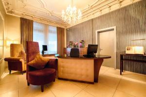 El vestíbulo o zona de recepción de Alden Suite Hotel Splügenschloss Zurich
