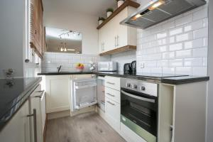A kitchen or kitchenette at O'Connell Bridge Apartments