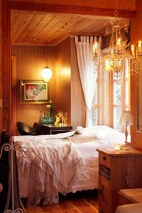 A bed or beds in a room at Villa Rørvik