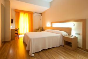 A bed or beds in a room at Benidorm Plaza