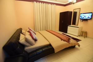 سرير أو أسرّة في غرفة في Al Hedayet Intl Hotel