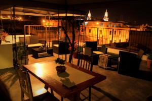 A restaurant or other place to eat at Bella AQP