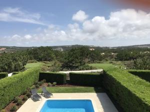 Uma vista da piscina em Silver Coast Holidays ou nas proximidades