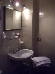 A bathroom at Hotel Alla Fiera