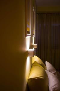 A bed or beds in a room at Bonne Nuit Pension
