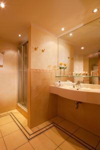 Ein Badezimmer in der Unterkunft Vital Hotel