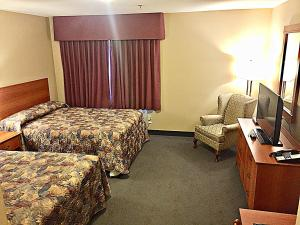 A bed or beds in a room at Coastal Inn Dartmouth