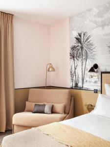 A bed or beds in a room at Doisy Etoile