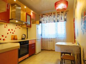 A kitchen or kitchenette at Inndays on Miheeva 19-202