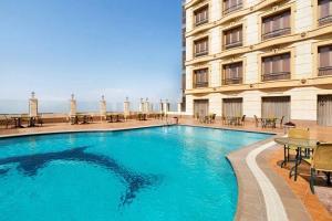 المسبح في Al Hada Hotel and Suites أو بالجوار