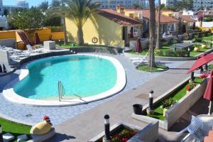 Uitzicht op het zwembad bij Bungalows Club Primavera of in de buurt