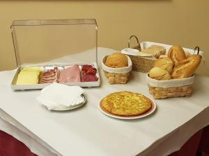 Breakfast options available to guests at Hotel Alisa
