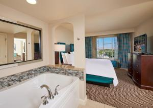 A bathroom at Hilton Grand Vacations on Paradise - Convention Center