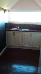 A kitchen or kitchenette at Kallara