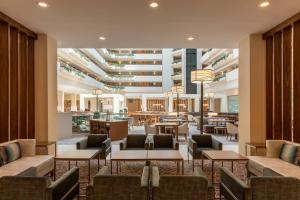 A restaurant or other place to eat at Embassy Suites Greenville Golf Resort & Conference Center