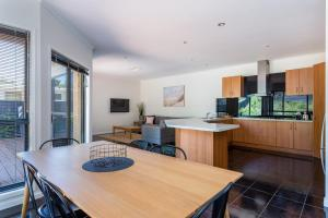 A kitchen or kitchenette at Caxton Beach House - hot tub spa