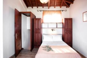 A bed or beds in a room at Poseidon Villas
