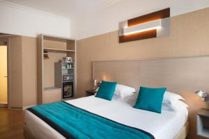 A bed or beds in a room at Best Western Plus City Hotel